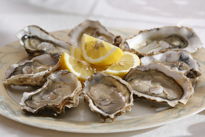 Austern mit Zitrone genießen